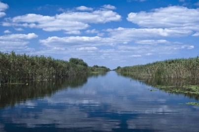 delta dunarii red lake romania